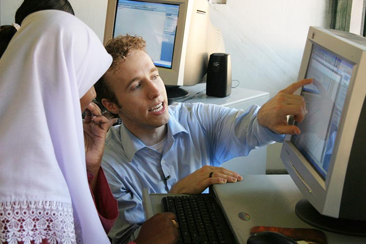 Craig Kielburger in vocational trianing centre in Sri Lanka